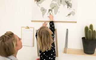 plakaten der skaber nærvær imellem børn og voksne