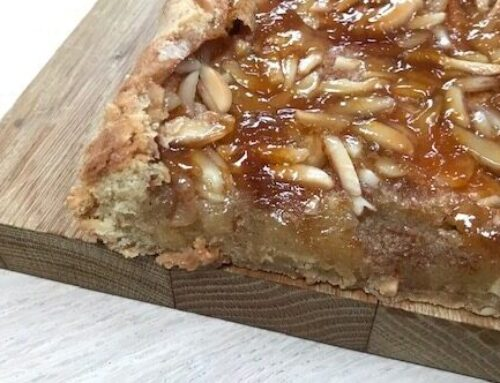 Nem æblekage med abrikosmarmelade